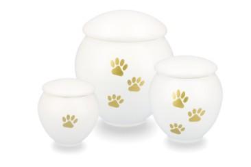 Matte urnen uit metaal voorzien van een hoogwaardige poedercoating. Verkrijgbaar in 3 maten. 0,35 l (45 euro) 0,5 l (55euro), 1,5 l (68 euro) Kleuren: Wit - zwart - zilver - bruin